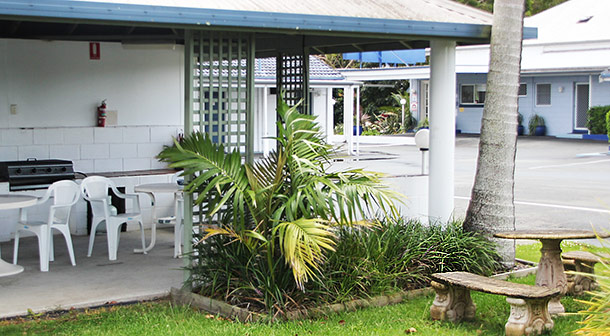 BBQ area under gazebo at Colonial Court Motor Inn - Kempsey